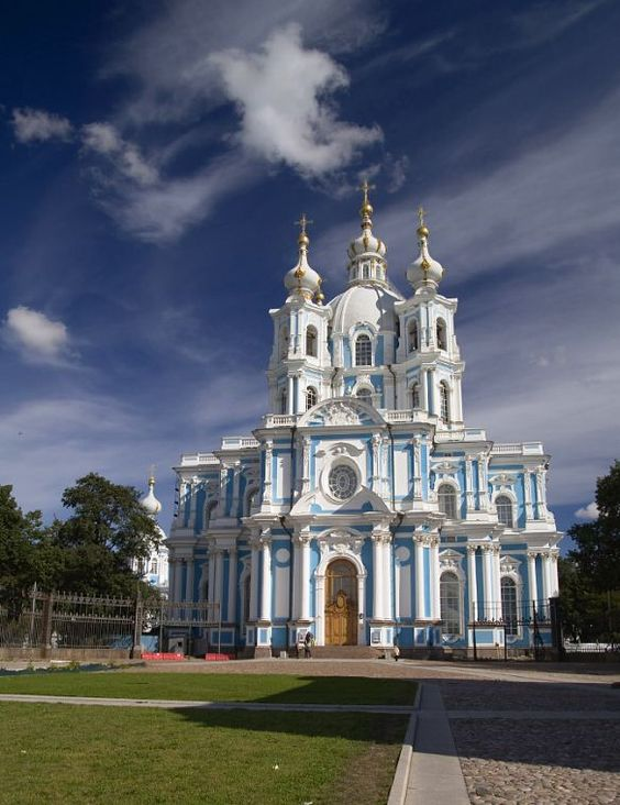 Smolny Cathedral in St. Petersburg, Russia (by dankost).