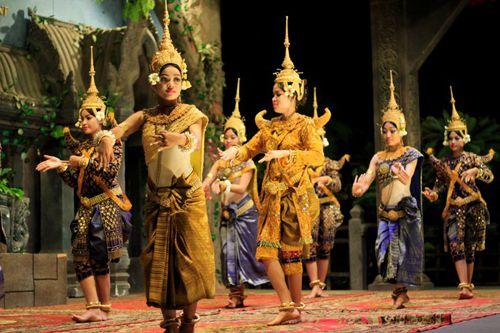 Trong điệu múa apsara, mỗi động tác múa đều mang một ý nghĩa