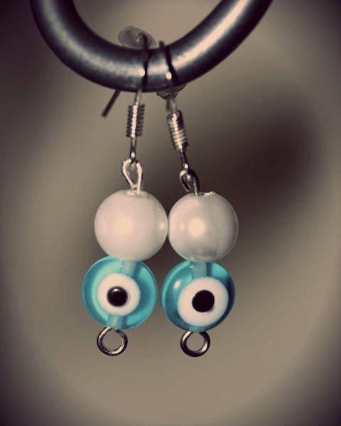 Aretes perlados y ojo turco en color celeste bebé