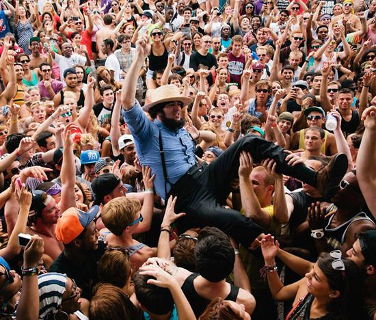 Even Amish guys need to rock out. The Greatest Photos You Will See Today.