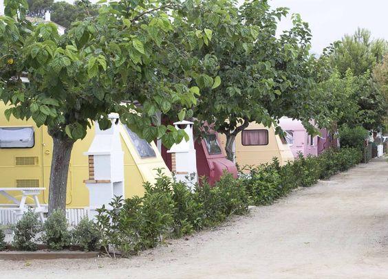 Camping miramar con caravanas vintage en Mont Roig Tarragona
