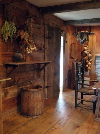 Primitives and primitive antiques mr and mrs interior for Primitive interior designs