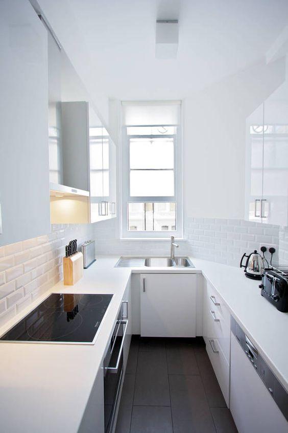 Cucina Stretta E Lunga Totalmente Bianca Cucina Stretta Idee Cucina Ikea Arredo Interni Cucina