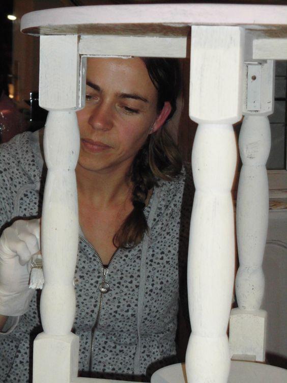 Oude spulletjes & meubels die je niet meer passend vindt: níet wegdoen hoor... PIMP ze met Annie Sloan Chalk Paint en ze zijn als nieuw :-) Is alleen maar LEUK om te doen, want na het reinigen met St. Marc kun je direct aan de slag met verven... <3 La PéCule Stockist Annie Sloan Chalk Paint, Peulenstraat 251 in Hardinxveld-Giessendam, Zuid-Holland, NL <3