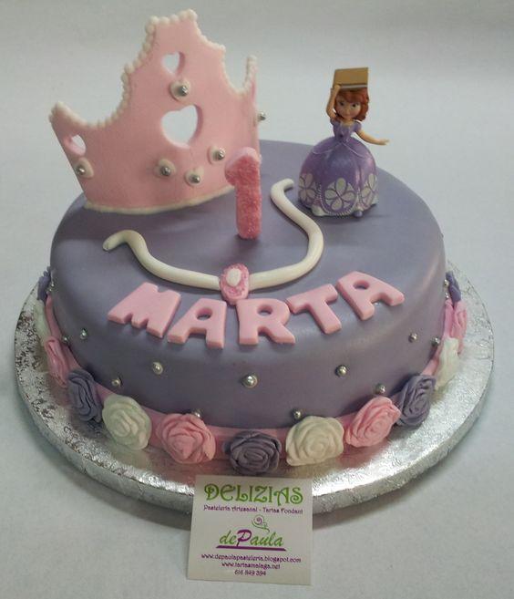 Para la princesa de la casa.  ¡Feliz 1º añito Marta y Feliz fiesta de cumpleaños con todos los que te quieren!  En el interior, un bizcocho de chocolate relleno de frambuesa…exquisito! Realizamos todo tipo de modelos con todas las princesas. ¡Llámanos al 616849394 y diseñaremos la tarta de princesa más bonita para tu hija, tenemos el mejor precio de Málaga! www.depaulapasteleria.blogspot.com www.facebook.com/panaderiadeliziasdepaula www.tartasmalaga.net www.instagram.com/tartasmalaga