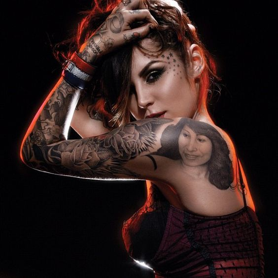 if i could pull off the whole body tattoed id do it ...Kat Von D is just beautiful