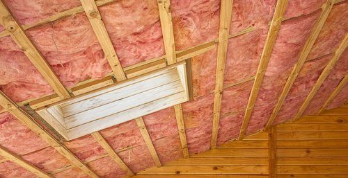 Cellulose Vs Fiberglass Insulation Pros Cons Comparisons And Costs Roof Insulation Installing Insulation Fiberglass Insulation