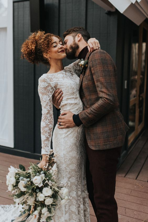 This cabin wedding inspiration was a dream come true with cozy + festive touches | Image by Jonnie + Garrett
