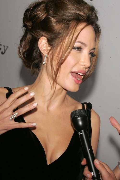 Angelina Jolie Hairstyles 50 Best Outfits Hairstyle Angelinajolie Angelina Jolie Hair Angelina Jolie Hair Styles