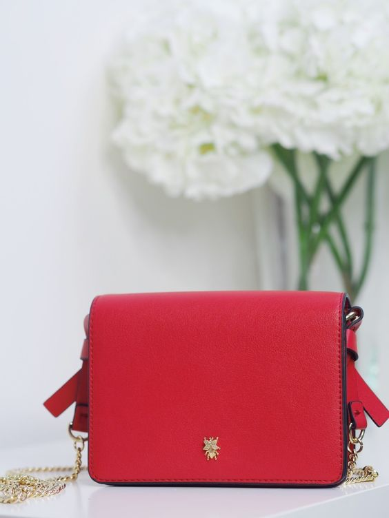 LITTLE RED BAG http://www.georgietoms.com/little-red-bag/