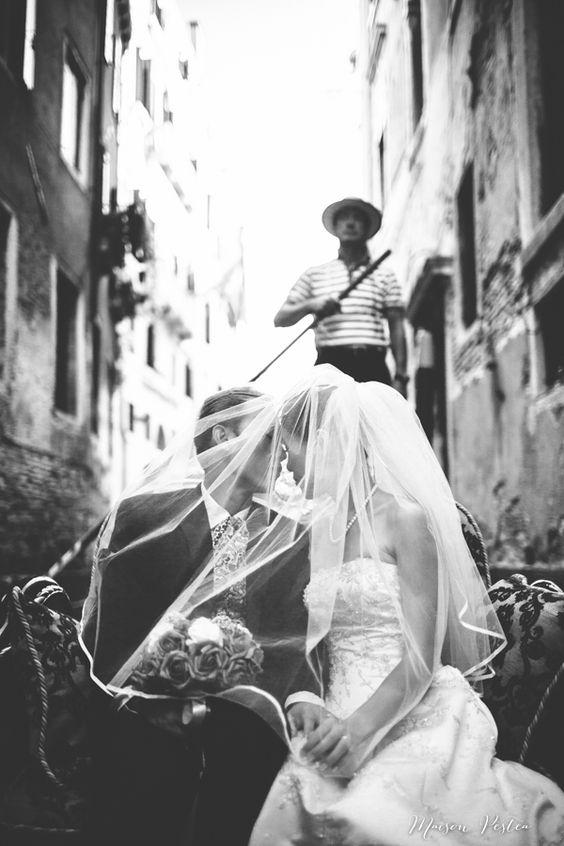Un mariage à venise avec une gondole pour transport #MURANOloves