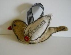 Tutorial: Scrappy fabric bird ornament
