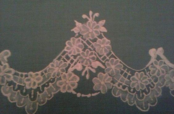 trabalhado com tinta puff e transparencia de tinta de tecido desenho : safira