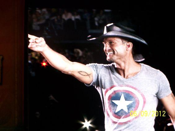 HELL YEA!! Tim McGraw, baby!!!