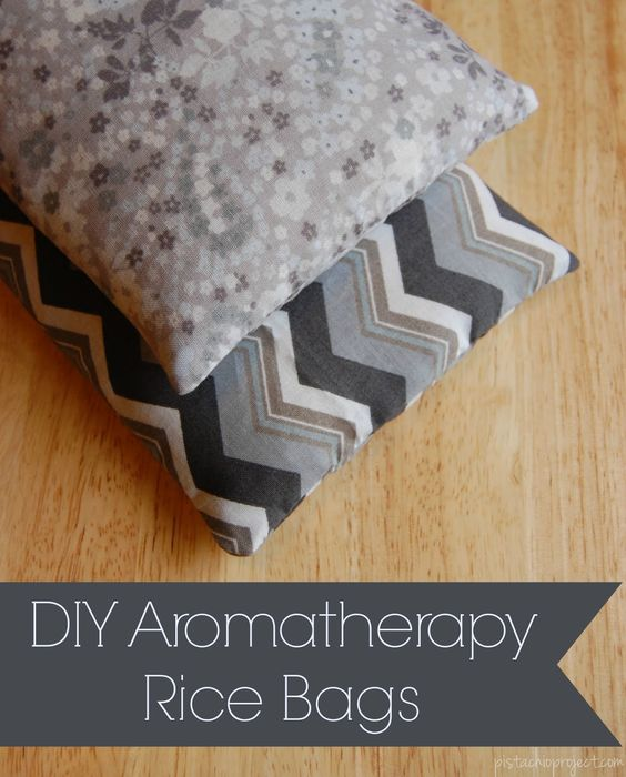 DIY Aromatherapy Rice Bag - This is such a great gift idea! I love my rice bag. Who knew they were so easy to make?!: