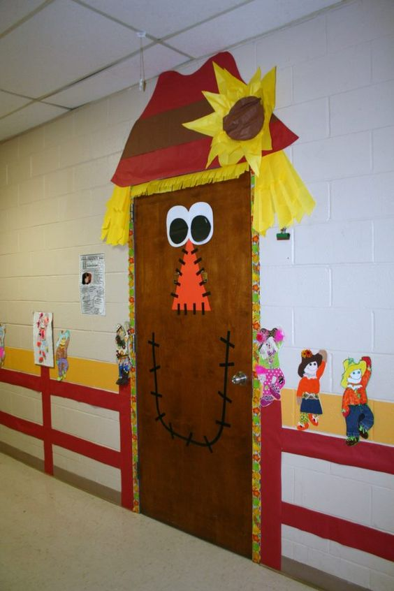 Classroom fall door decoration puertas pinterest for Autumn classroom decoration