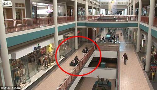 Carreras de karts en un centro comercial