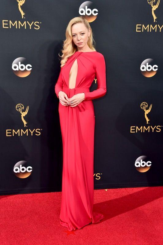 Portia Doubleday no tapete vermelho do Emmy 2016: