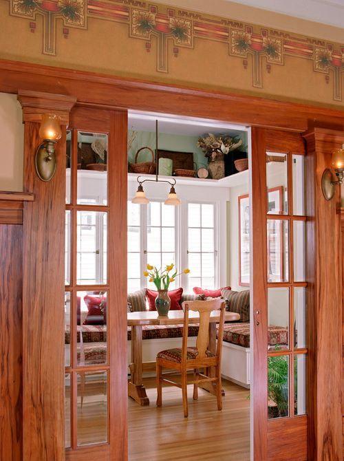 modern Victorian: shelves around top of walls :) En haut de la fenêtre de la cuisine