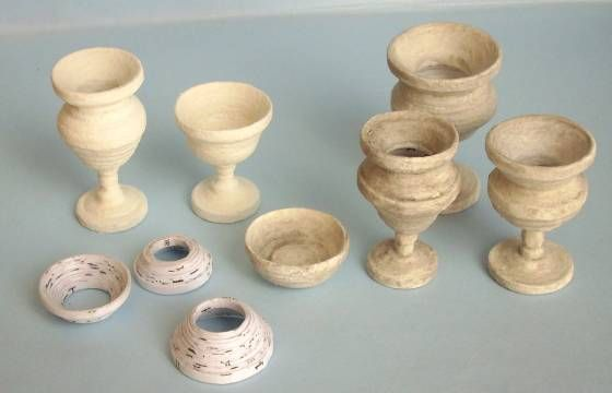 Tutorial on making urns with paper.