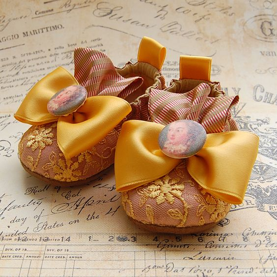 gold baby shoes. #shoes #baby