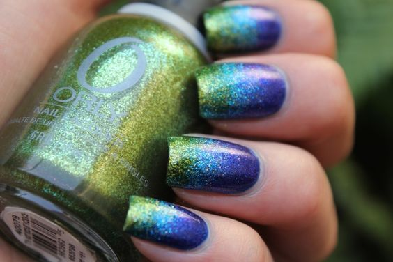 Blue green gradient Ombre nails. This is a really cool way to do your nails