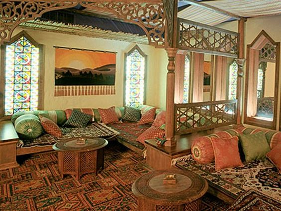 Middle eastern home decor ideas for exotic arabian look for Arabic living room decoration