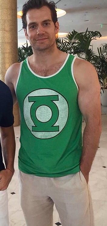 Damn Cavill you wearing that cute Green Lantern tank makes me wonder how hot you'd be in an Aquaman costume, but don't tell Jason Momoa...lol!! ;)