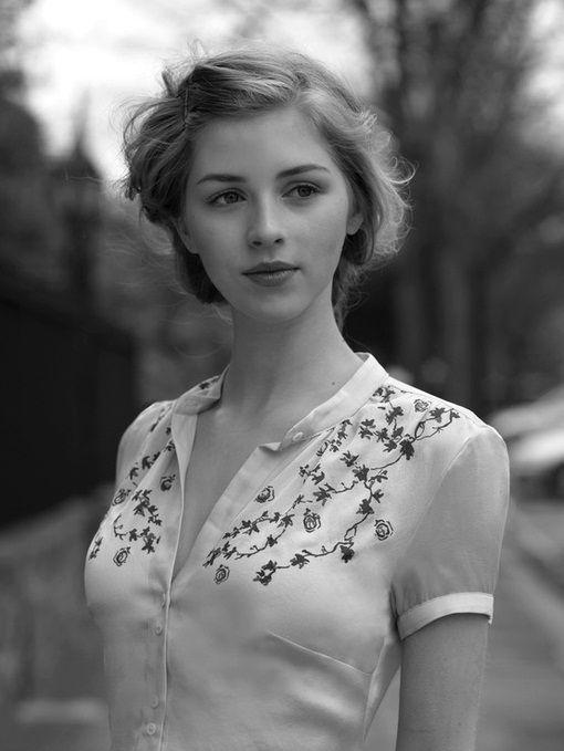 海外女性のかっこいいモノクロ画像
