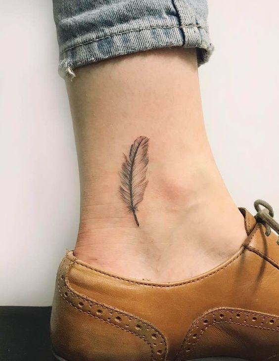 Feather Tattoos Tattoo Insider Tatuajes De Plumas Tatuajes De Plumas De Color Tatuaje De Plumas