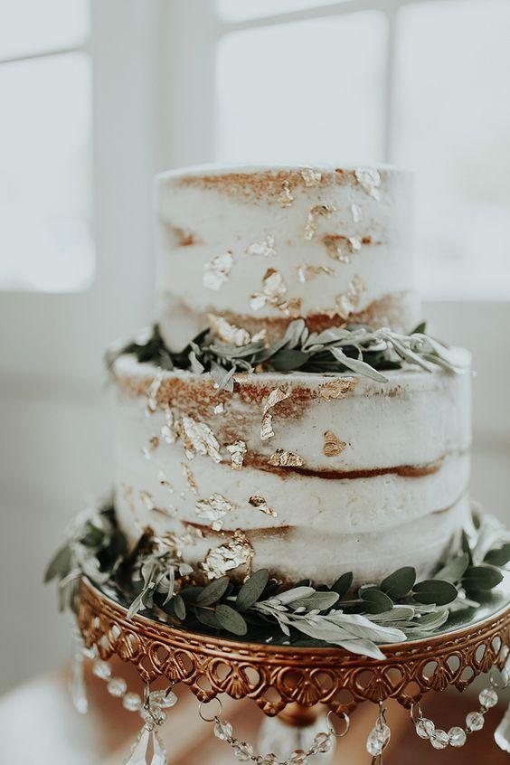 #tarta de #boda con toques dorados.