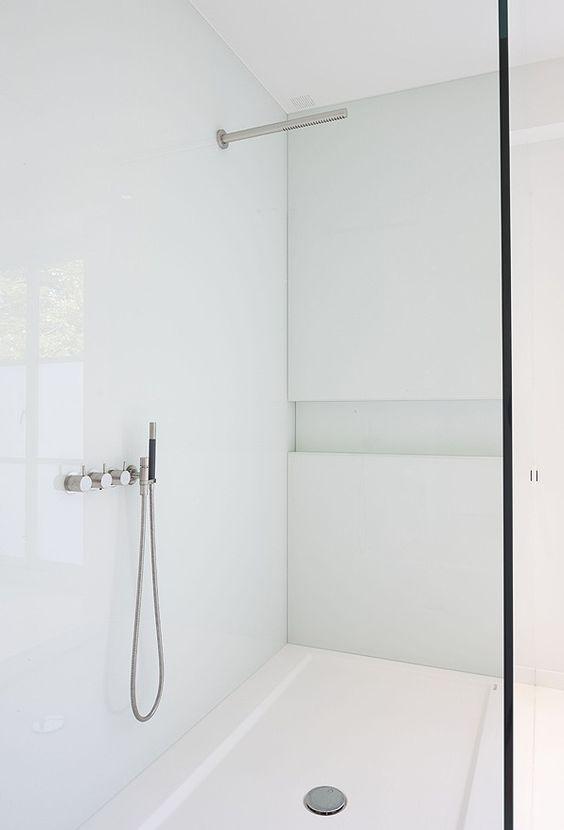 Minimal white shower room by Minus.