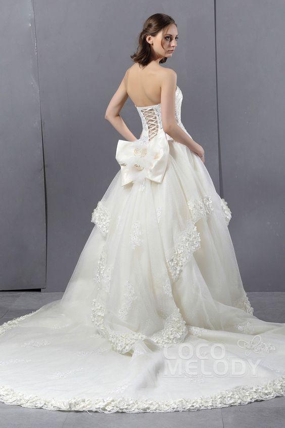 Graceful Ball Gown Sweetheart Chapel Train Tulle Wedding Dress CWLT13007 #weddingdress #cocomelody