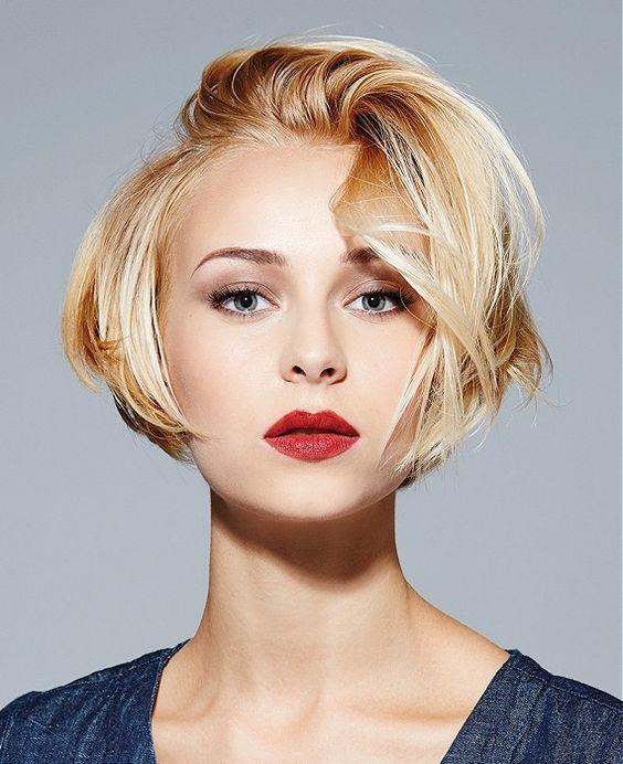 Селф шоты симпатичная блондинка