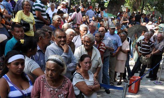 """¡PATRIA! Con el aguinaldo viejitos anhelan hacer """"un buen mercado"""" - http://www.notiexpresscolor.com/2016/10/21/patria-con-el-aguinaldo-viejitos-anhelan-hacer-un-buen-mercado/"""