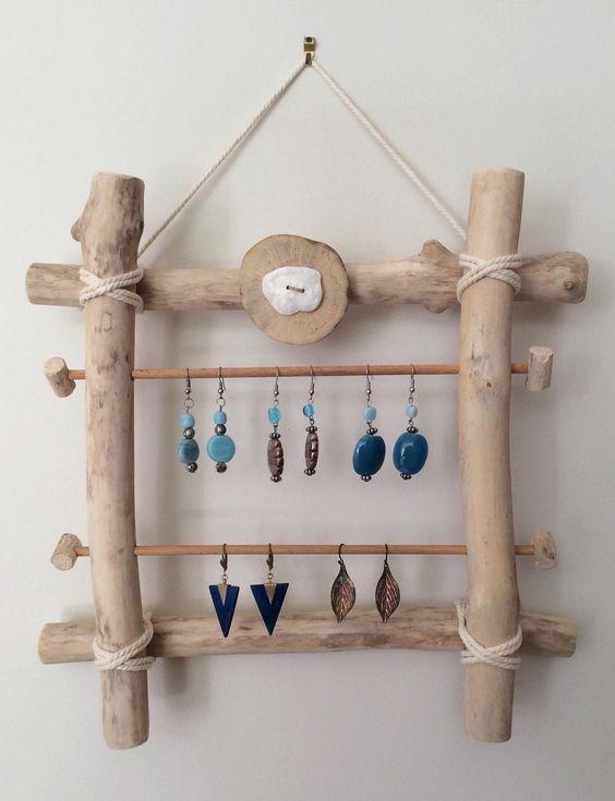 Porte boucles d 39 oreilles en bois flott par l 39 atelier de for Porte boucles d oreille