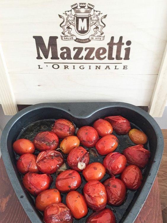 italienisch !! Eingelegte Tomaten in Balsamico und Knoblauch Vinaigrette.    Zutaten für diese Antipasti   20 Cocktailtomaten   10 Zweig/e Thymian (oder getrockneten Thymian)  2 Zehe/n Knoblauch (oder getrockneten Knoblauch)  Meersalz oder Himalaya Salz  Xucker oder Stevia (anstatt Raffinade Zucker)  3 EL Balsamico Mazzetti l'Originale  4 EL Olivenöl  etwas Basilikum (frisch, tiefgekühlt oder getrocknet)  Die Rezepte gibt es auf dem Blog. Diät und Stoffwechselkur geeignet.