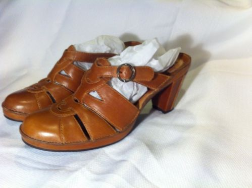 Clarks Artisan Collection Brown Leather Closed Toe