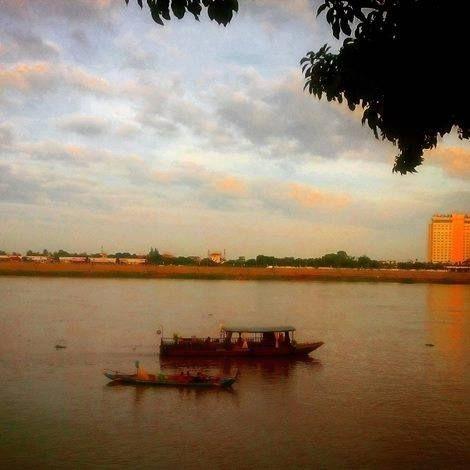 The Tonle Sap, running through Phnom Penh, Cambodia near dusk. Photographer - Karl Levy