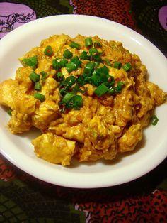 Een lekker koolhydraatarm hoofdgerecht, Afrikaanse kip curry. Dit is een heerlijk kip curry gerecht met kerrie, tomaten, kokosmelk en ui.