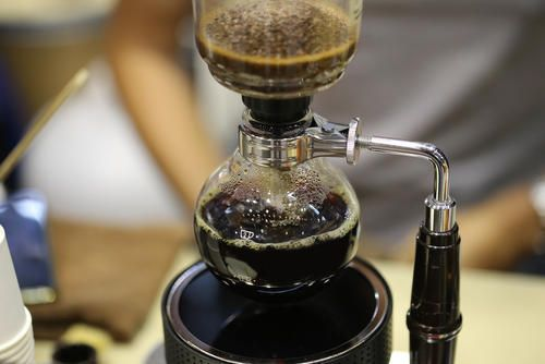 コーヒーだけじゃなかった サイフォンで淹れる紅茶も美味しい コラム オリーブオイルをひとまわし コーヒー サイフォン コーヒー サイフォン
