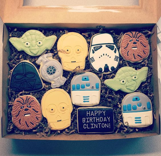#starwarscookies #starwars #customcookies #decoratedcookies #royalicing #edibleart #cookiesofinstagram #stormtroopercookies #chewbacacookies #darthvadercookies #r2d2 #r2d2cookies #yodacookies #yoda Thank you to @sweetsugarbelle for the incredible tutorials!!