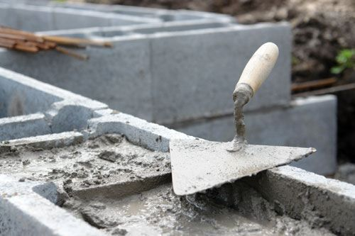 Make Your Own Concrete Blocks Do It Yourself Mother Earh News Concrete Blocks Concrete Building Blocks Concrete