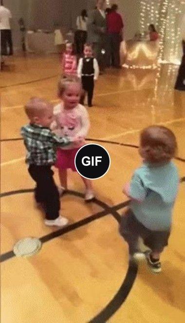 O bebê quer dança com dama alheia