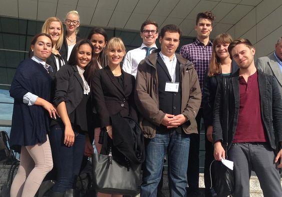 """Messe-Besuch in Köln-Deutz: Studierende des B.A. Medien- und Wirtschaftspsychologie informierten sich auf der """"Zukunft Personal"""" über Trends im Human Resource Management."""