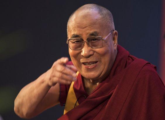 "Durante encontro com seguidores em Nova Deli, Índia, o líder espiritual Dalai Lama falou sobre o ""cultivo de valores essenciais da humanidade"" Crédito: Tsering Topgyal/AP"