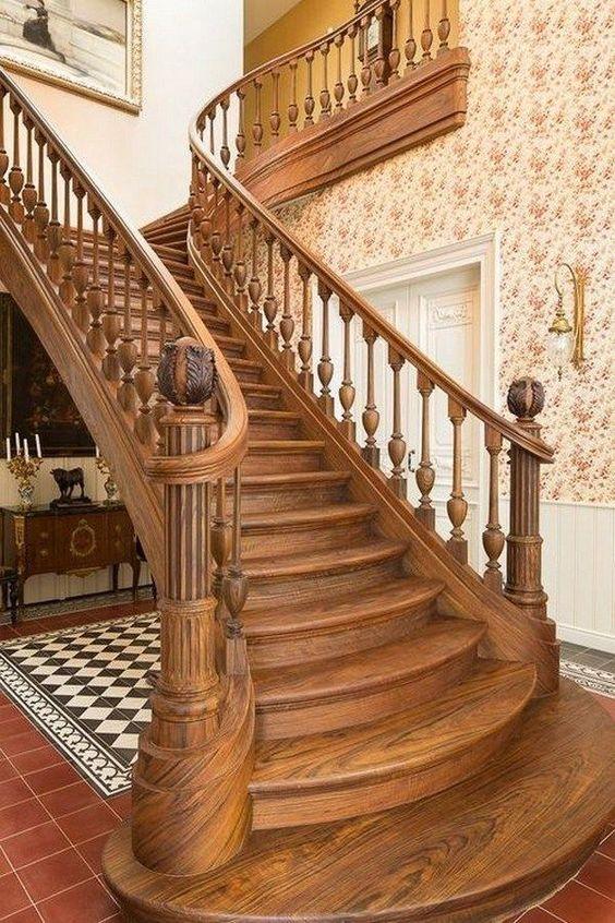деревянная красивая лестница