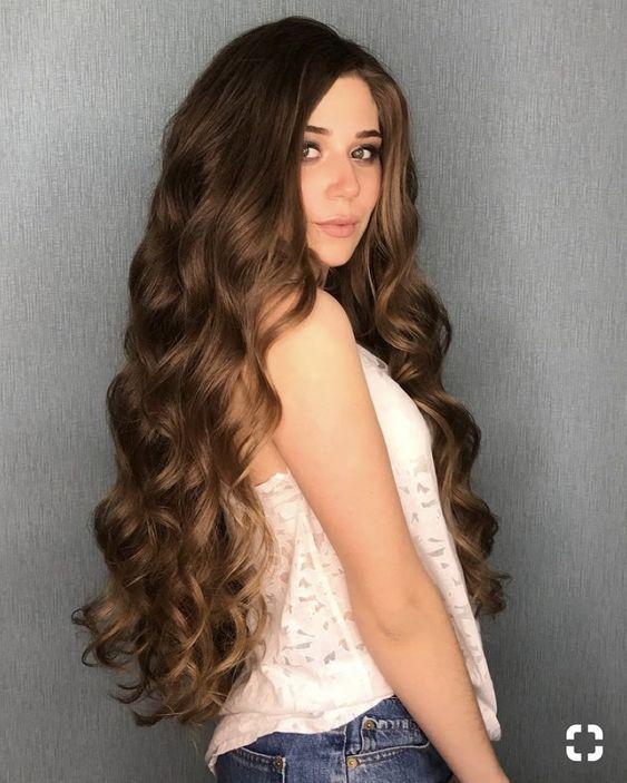Women With Beautiful Hair Curls For Long Hair Honey Hair Long Wavy Hair