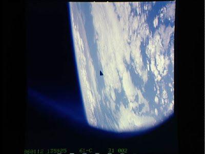 OVNI triangular fotografado pela NASA
