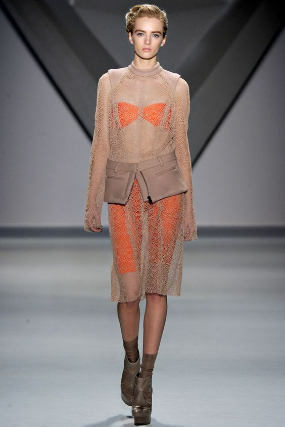 Vera Wang Fall 2012 Ready-to-Wear Fashion Show - Daria Strokous